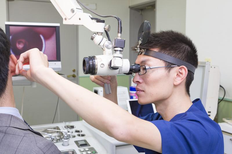 耳処置用顕微鏡